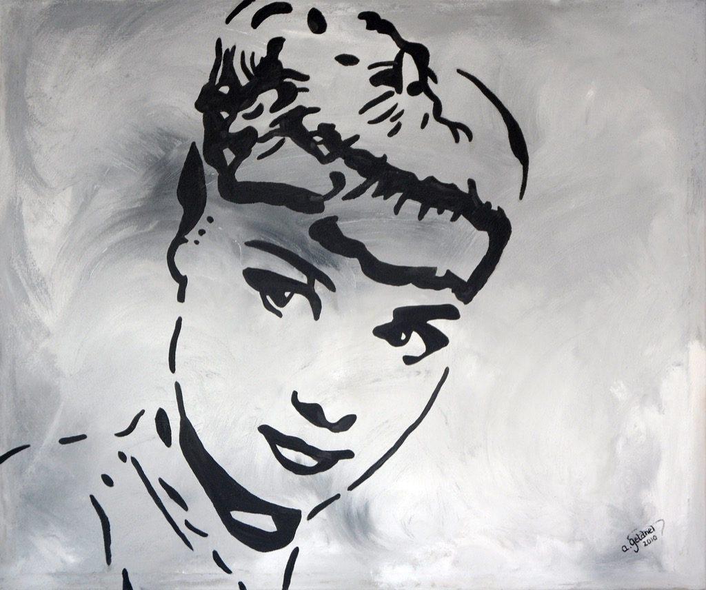 Traumfrau in Grau